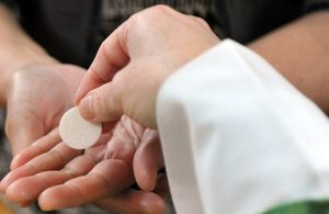 communion-in-the-hand